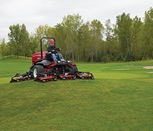 groundsmaster-4700-outside-mowing-hill